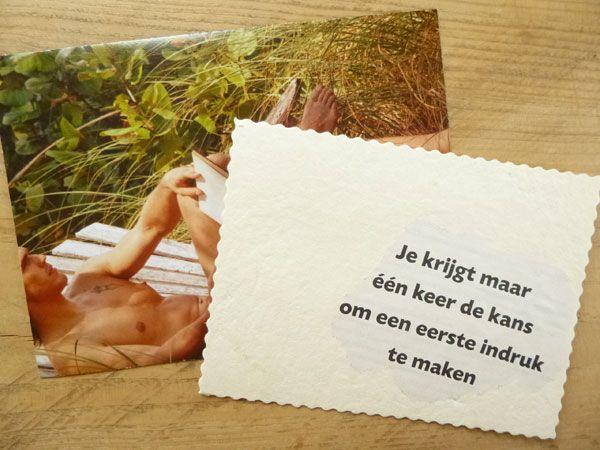 100 % hergebruikt, deze combinatie van kaart (handgeschept papier uit melkpakken) en envelop (uit glossy).