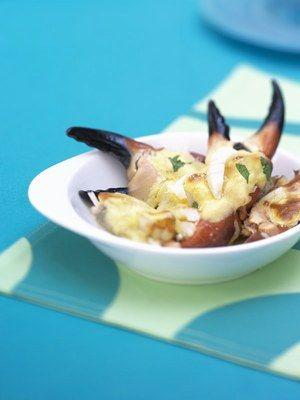 Pinces de crabe, tourteau, Plat gratiné - Recette de cuisine: recettes à base de poisson, plats de poissons et crustacés, cuisine de la mer - Pour 4 personnes Préparation : 10 min Cuisson : 5 à 8 min Ingrédients 8 pinces de tourteau cuites 3 jaunes d'oeuf 3 c. à soupe de crème liquide 3 c. à soupe d'eau 2 c. à soupe de coriandre hachée 50 g de parmesan râpé Sel...
