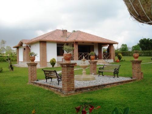 Casas de campo simples com varanda pesquisa google for Fotos casas de campo con piscina