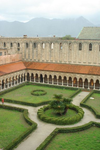 Monreale Duomo Cloisters Sicily.  Great twisted rope look of the center circle.