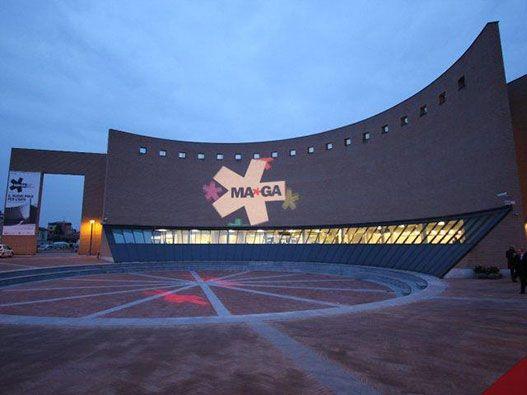 Il MAGA (Museo Arte Gallarate), conserva 5.500 opere tra dipinti, sculture, installazioni, libri d'artista, fotografie, oggetti di design e opere di grafica
