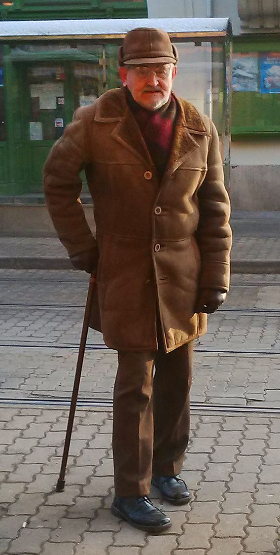 Great cold-weater look! Keeping it warm with that fur & leather overcoat.