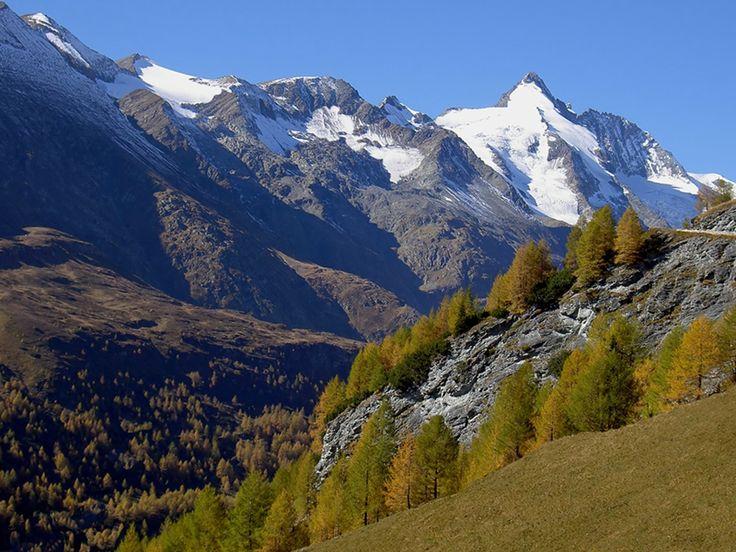 1996.09. Ausztria, Heiligenblut, in the background the Grossglockner's peak (3798 m) in fall-scanned color diapositive__Ausztria, Heiligenblut, háttérben a Grossglockner csúcsa (3798 m), ősszel-szkennelt színes diapozitív__photo by Peter Farsang_©fapeter