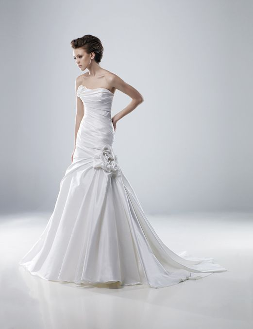Wedding Dress: Modeca by Enzoani Bridal - Mara