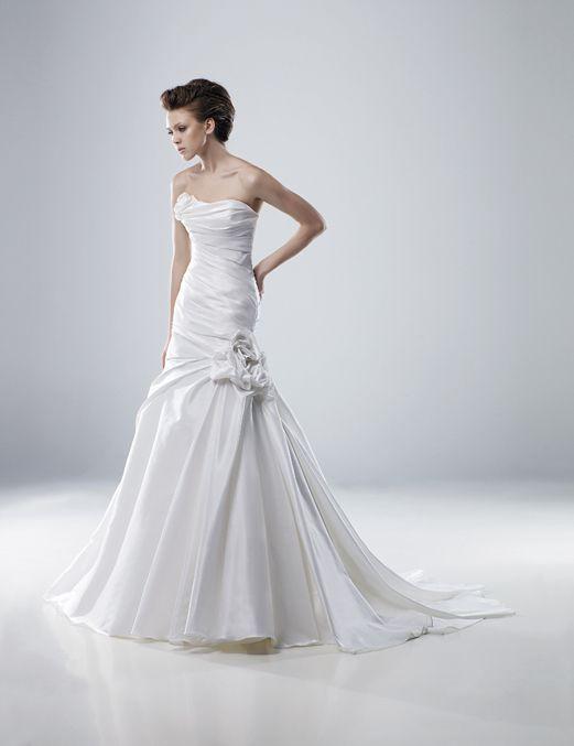 Wedding Dress: Modeca by Enzoani Bridal - Mara
