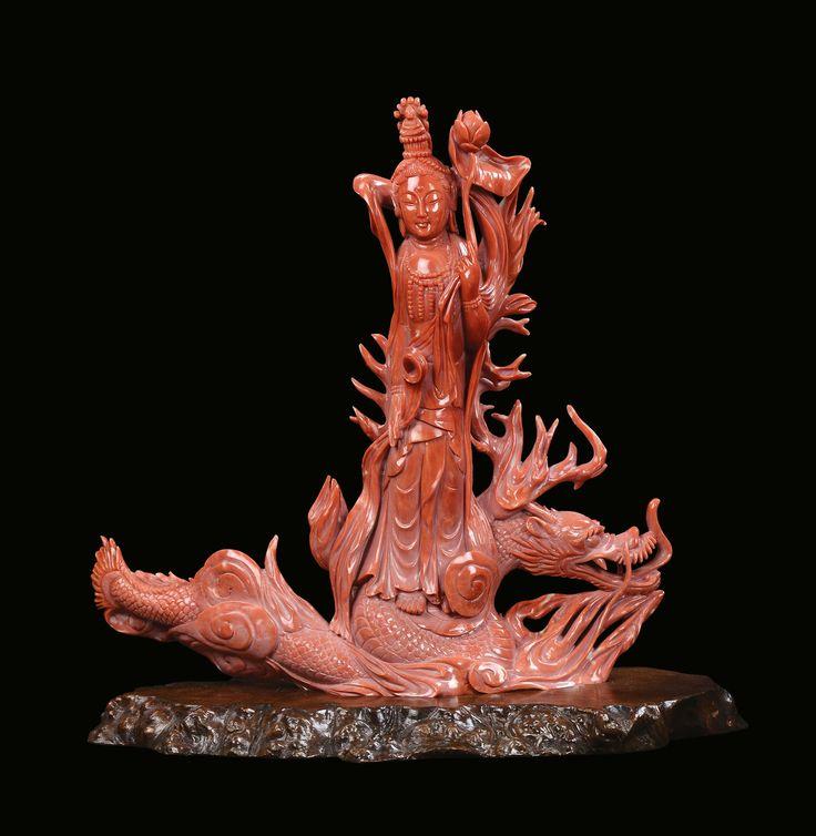 Scultura in corallo rosso con Guanyin su drago, Cina, Dinastia Qing, fine XIX secolo