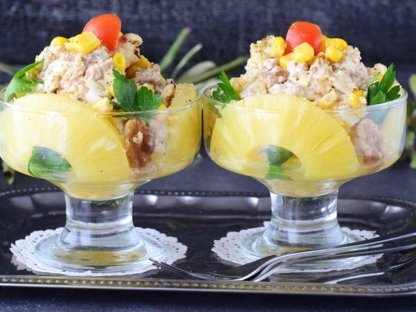 Салат с курицей, грецкими орехами и ананасом