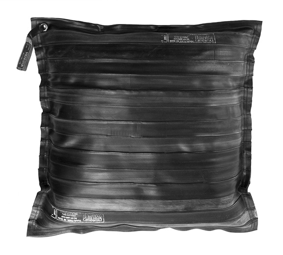 €39,95 Handmade cushion from old rubber inner tubes. Available at http://www.klbr22.com/nl/accessoires/kussens/kussen-bicycle