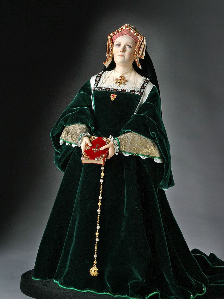 Full Length View of Catherine of Aragon in mixed media.     Figure from the Museum of Ventura County collection.