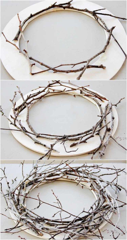 Porte d'entrée couronne à regarder dans l'anneau en bois et … #branc #decoratingideas # …   – Deko mit Naturmaterialien