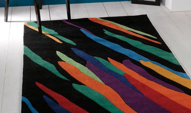 Tappeto nero con ritocchi multicolore