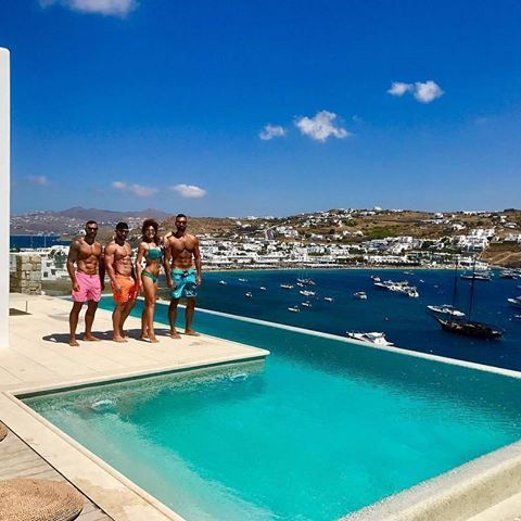 Thank you for sharing @de_siree -  The beginning of a wonderful day on Mikonos 🌊☀️ #mikonos #mykonos #kenshovilla #privatevilla #exclusive #placestosee #ornosbeach #poolparty #instaboys #instagirls #fitbody #picoftheday #pictureoftheday #photooftheday #xlsiormykonos #terraceview #kalimera #friends #poolview #travelinstyle #instatravel