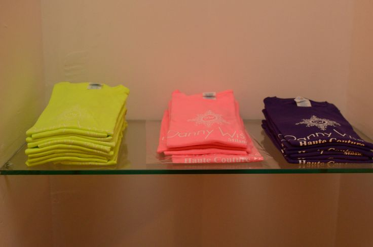 DANNY WISE T. Shirts : Models Woman Slim Fluo:   100% Cotton  Colors: 1°Brasilian Lime Fluo -White Logo ; 2°FuXIA Fluo - Logo White , 3°Pourple -Logo White Fluo  Pastel   stamped by Hand in Italy.  size S-M only in official Boutiques- Stores- Megastores  Danny Wise .see  Boutique caltanissetta -Megastore Caltanissetta , Boutique Riposto