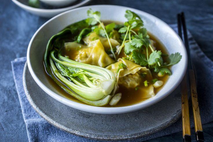 En klar suppe med fylte pastaputer - og mye god smak.