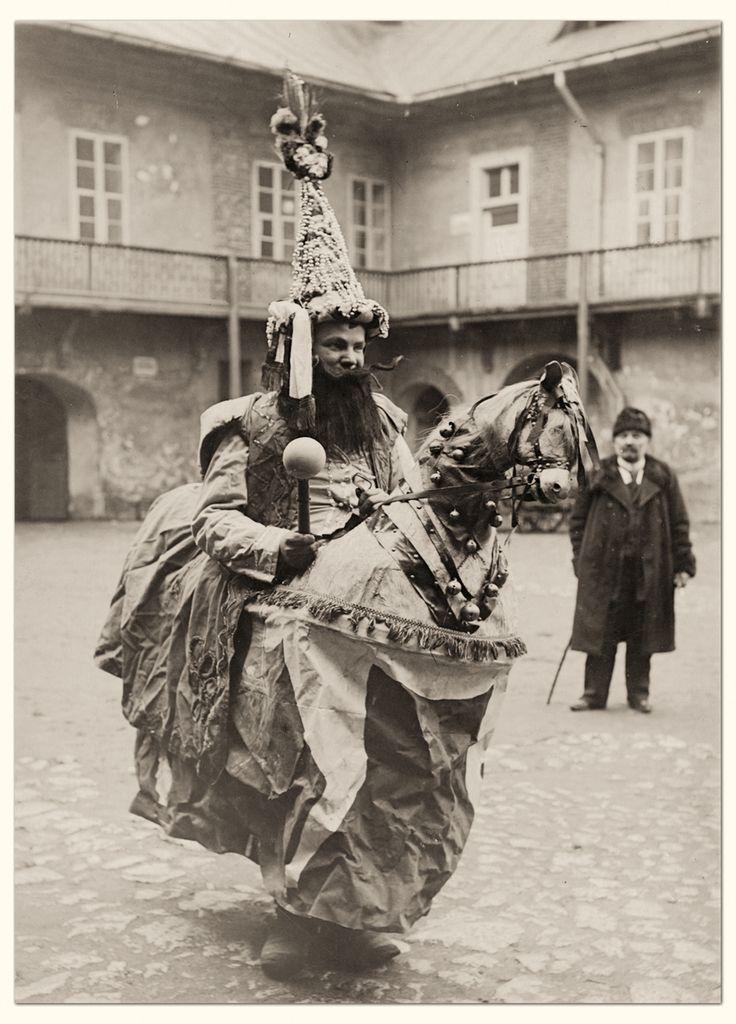 jan-sladowski-stroj-lajkonika-fot-walery-eljasz-radzikowski-muzeum-etnograficzne-krakow-2014-03-18-001.jpg (862×1200)przed 1904
