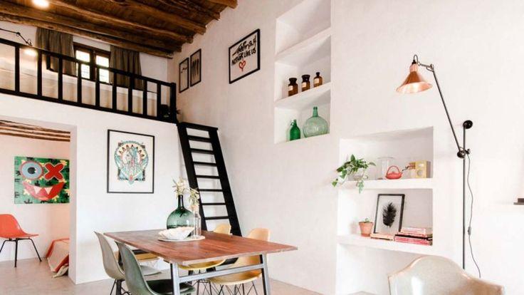 흔히 환상의 섬,파티의섬등으로 불리는 스페인 이비자섬의 약 200년된 농가를 개인 주택으로 리모델링 하였...