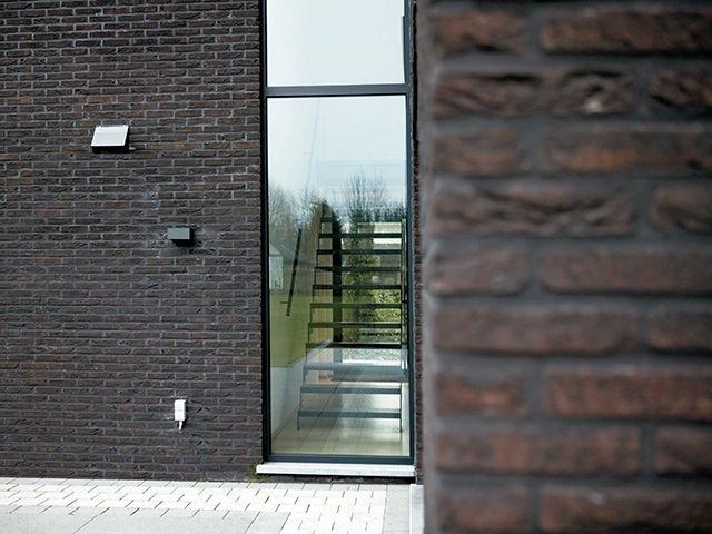 Gevelsteen • baksteen • donker • modern • Foto: www.thuisbest.be