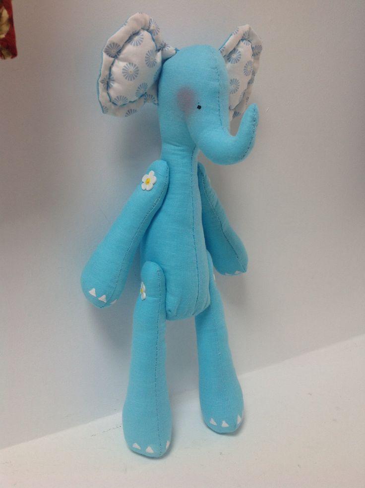 Dulce elefante. Realizado en nuestro taller. Puedes aprender con nosotros o comprarlo para regalar.