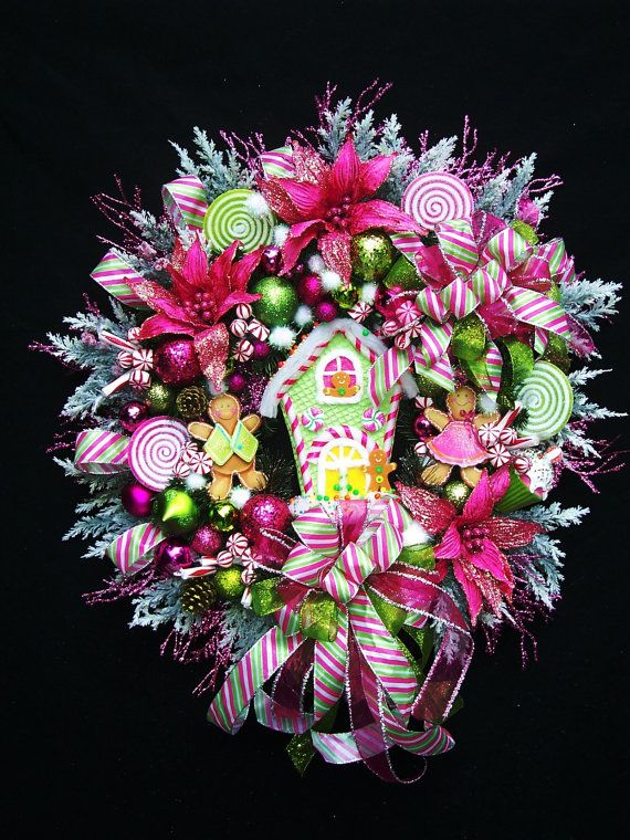 Gingerbread House Christmas Wreath. Handmade Christmas wreaths are the best. Find inspiration at Hobbycraft http://www.hobbycraft.co.uk/ #christmas #wreaths #christmaswreaths