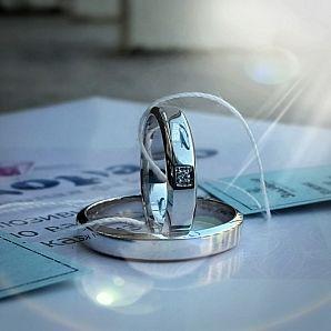 Обручальное кольцо из родированого белого золота с отпечатком пальцев