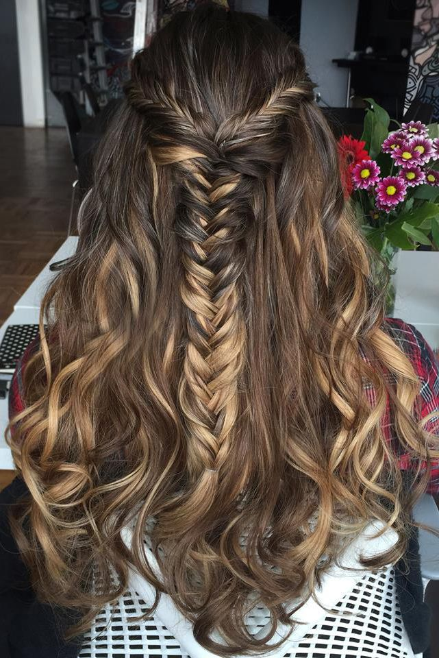 Beautiful Casual Everyday Braid on @liliyakay who is using Chestnut Brown and Dirty Blonde Luxies mixed to create this highlights effect. #LuxyHairExtensions