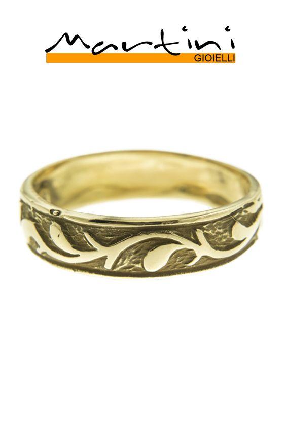 IT. Fede con fascetta fine. Abbraccia il raffinato design di questo anello in oro giallo ispirato alla Natura.  EN. Wedding plain band ring.  Embrace the sophisticated design of this yellow gold ring inspired by the Nature.