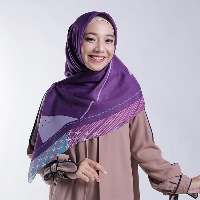 Zoya Segi Empat Oneida All Size Violet Oneida Scarf Kerudung Segi Empat Bermotif Abstract Yang Cantik Melalui Perpaduan Warnanya Fashion How To Wear Muslim