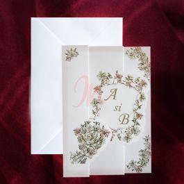 Invitatia are o forma speciala, de evantai. Fundalul este alb, ornat in cele patru colturi cu design floral colorat si cu auriu. In centru, se observa initialele mirilor, intr-un chenar care simbolizeaza o foaie de papirus, accesorizata cu floricele colorate.  #invitatie de #nunta #mirese #miri #invitatii #elegante #originale