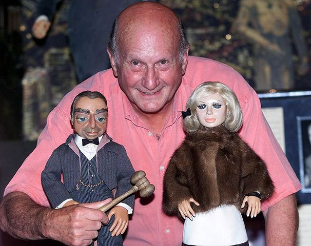 Gerry Anderson   The British director behind puppet TV shows Thunderbirds, Stingray and Captain Scarlet has died aged 83 (26.12.12)