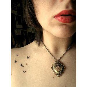 ando vendo tantas tattoos de pássaros bonitinhas que to ficando com vontade de fazer uma! hehe