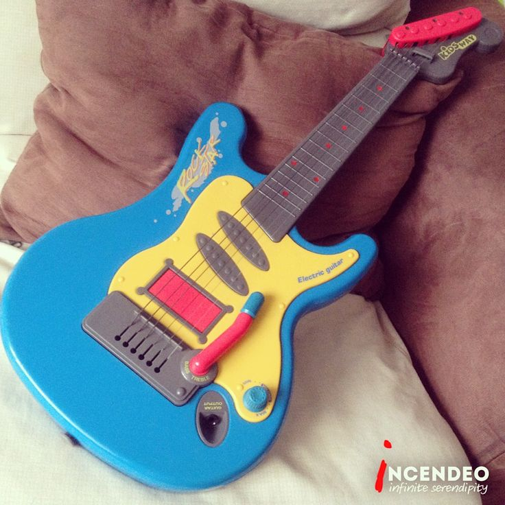 Kidsway Rock Star Electric Guitar. #kidsway #rock #star #electric #guitar #music #instrument #kids #fun #play #junior #vintage #retro #collection #collectibles #incendeo #infiniteserendipity #吉他 #音乐 #小孩 #玩具 #电吉他