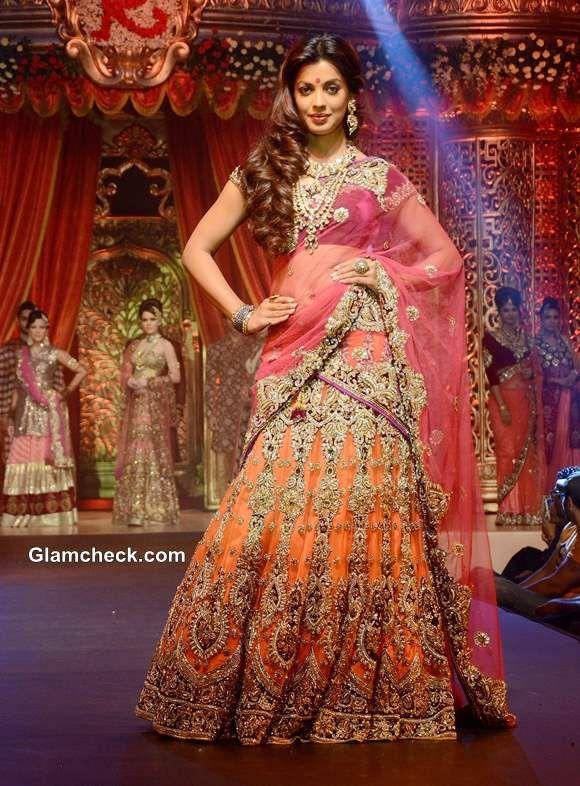 Mugdha Godse in Vikram Phadnis Bridal Lehenga at Bridal Couture 2013