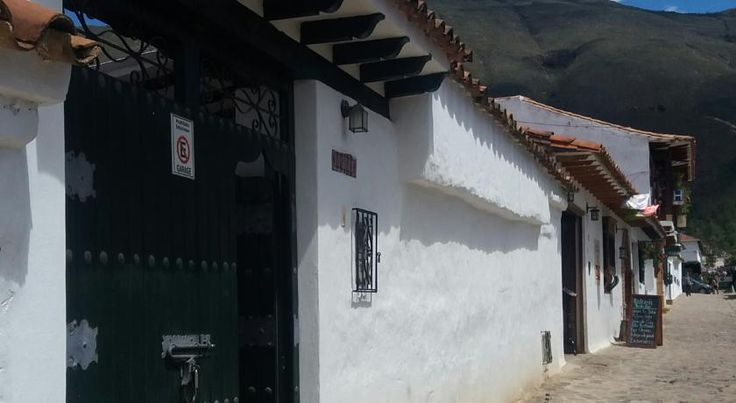 Casa Los Rodriguez Villa de Leyva Casa Los Rodriguez is a detached holiday home with a patio, located in Villa de Leyva. The holiday home is 200 metres from Museo del Carmen.  A fridge and a stovetop can be found in the kitchen. A TV is offered.