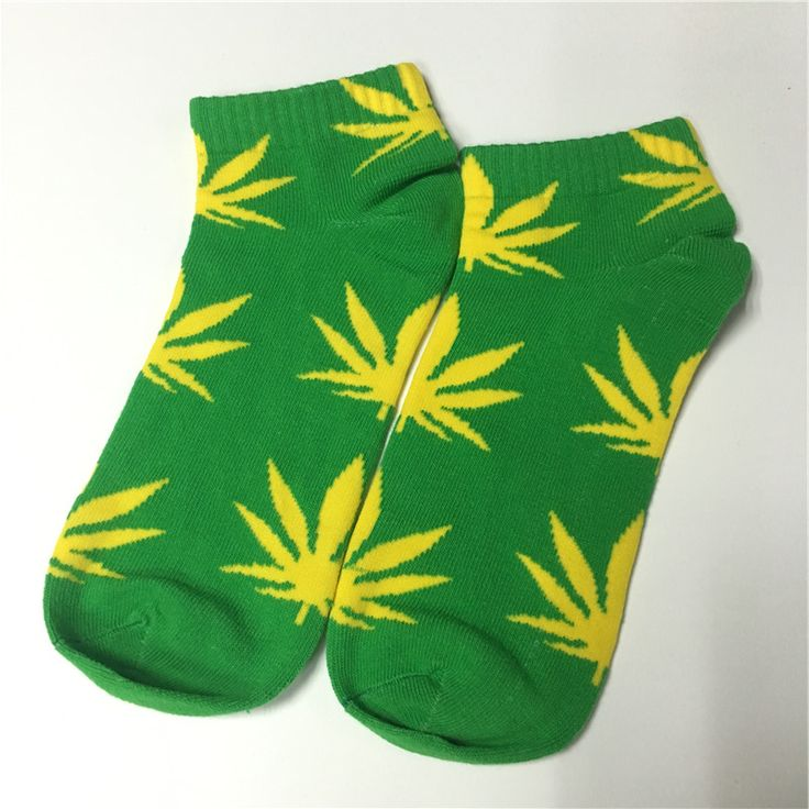 Colorful High Quality Cotton Short Socks Yellow Hemp Leaf Hip Hop Socks. Marijuana weed leaf hip hop socks feature a marijuana & hemp leaf design.