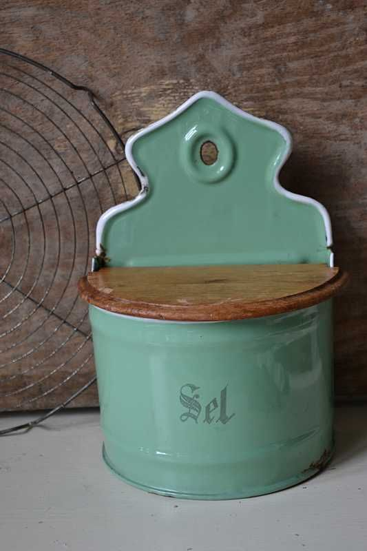 Franse emaille zoutpot (French enamel salt pot) www.blossombrocante.nl