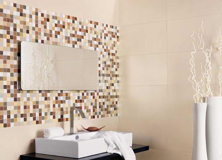 Base de azulejos en color crema y composici n mosaico de - Gresites para banos ...