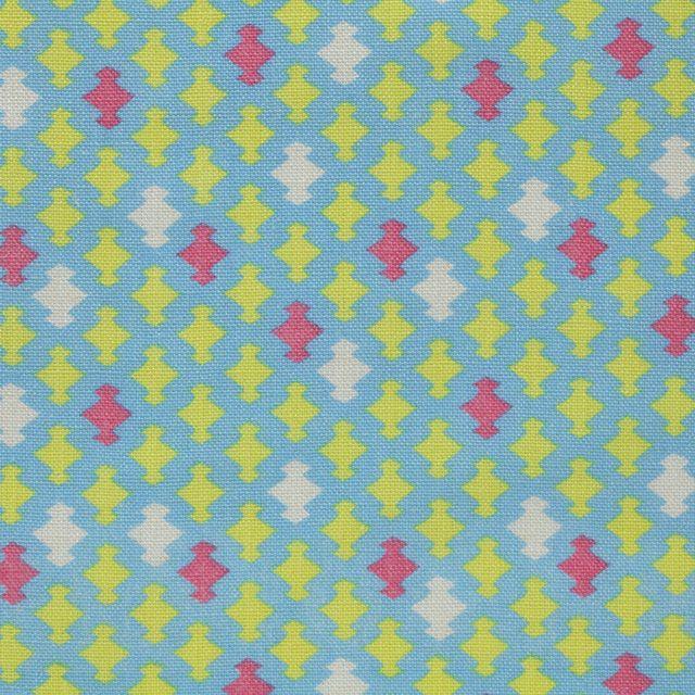 【小紋 松菱(中川政七商店)】/松皮菱(松の菱)は武田氏の氏族、小笠原氏の家臣が用いた家紋「三階菱紋」を変形させた柄です。歴史ある日本の柄を現代の感覚でカラフルなテキスタイルに仕上げました。 #japanesetextiles #textile #patterns