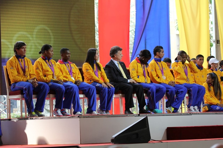 Colombia's Olympic medalists with President Juan Manuel Santos.  Crédito Miltón Ramírez/MinCultura 2012