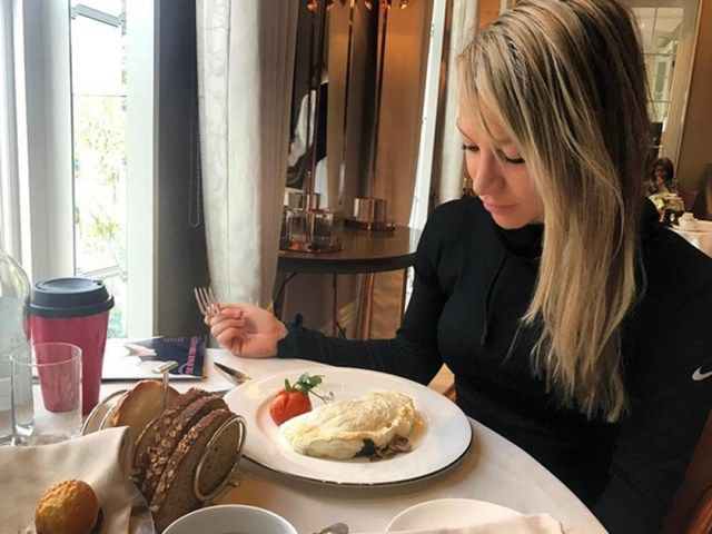 But what will? Chloe Madeley shares her secrets...PT and fitness fanatic Chloe Madeley, is looking mighty fine right now. Well, when doesn't she? We caught up with …Continue reading » The post Chloe Madeley reveals: 'Sit-ups WON'T tone your tummy!' appeared first on CelebsNow.