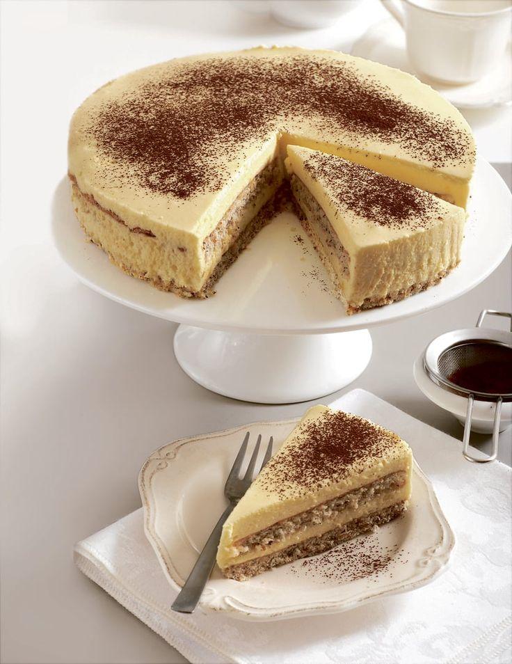 Torta s lieskovcami a vaječným krémom chutí dobre vychladená