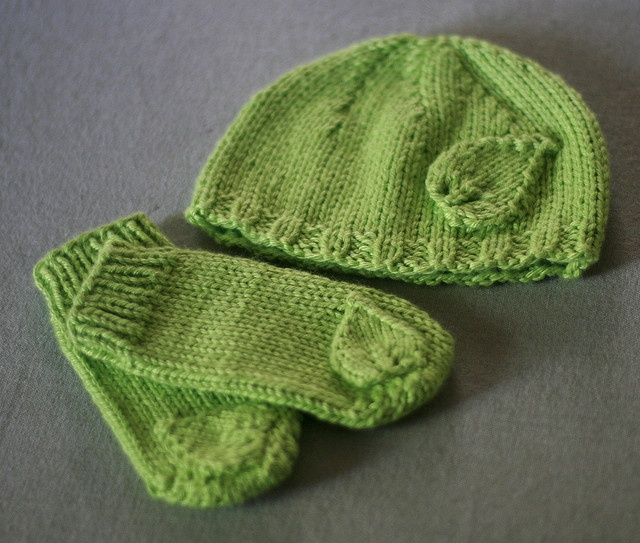 Baby Hat Knitting Pattern Ravelry : 79 best images about Knitting on Pinterest Knitted headband, Drops design a...