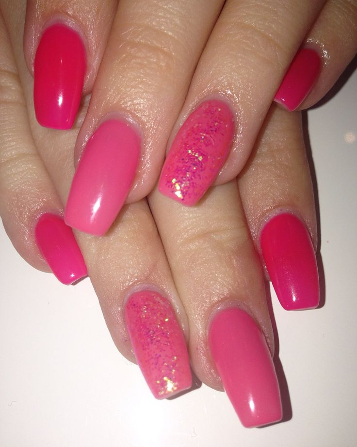 2 different shades of pink gel polish