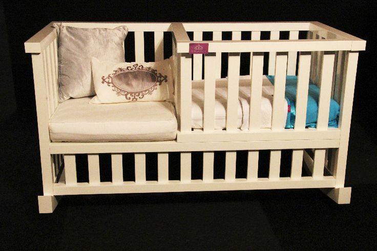 Heerlijk naast je pasgeboren baby zitten en hem of haar rustig in slaap schommelen. Urenlang kun je naar je kindje kijken en niets van je wondertje missen.