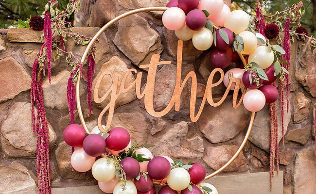 We're loving this new party and wedding trend. Check out these 13 Awesome DIY Hula Hoop Wreaths that you can incorporate into any event.