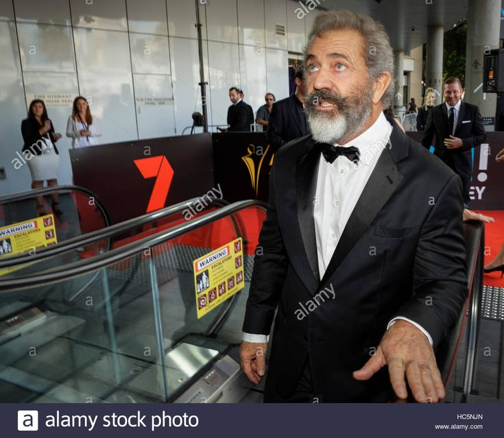 Download this stock image: Sydney, Australia. 7th December, 2016. Mel Gibson pictured outside the 6th Annual AACTA Awards Ceremony at The Star in Sydney. Mel Gibson's 'Hacksaw Ridge' won nine AACTA Awards with Mel Gibson receiving the AACTA Award for Best Direction. Credit:  PACIFIC PRESS/Alamy Live News - HC5NJN from Alamy's library of millions of high resolution stock photos, illustrations and vectors.