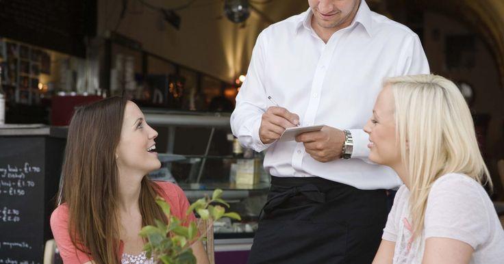 Guía de salario para los empleados en el negocio del restaurante. Muchos tipos de empleados trabajan en restaurantes, incluidos los administradores, camareros, cocineros y anfitriones. Estos trabajadores deben coordinar sus diversas labores al servicio de los clientes correctamente. Los administradores son responsables de supervisar todas las operaciones así como maximizar las ventas y las ganancias. Los ...