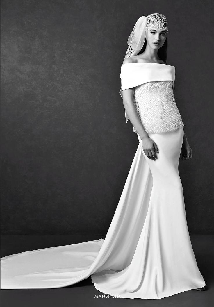 Collezione Signature 2015 - Elisabetta Polignano: Ampio strascico in seta e copricapo prezioso  #wedding #weddingdress #weddinggown #abitodasposa