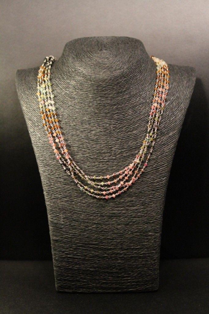 Collar MARGARITA                                       Collar de plata de 5 líneas con Turmalinas de 3 milímetros de diámetro cada una. El largo total del collar es de 40 cm.