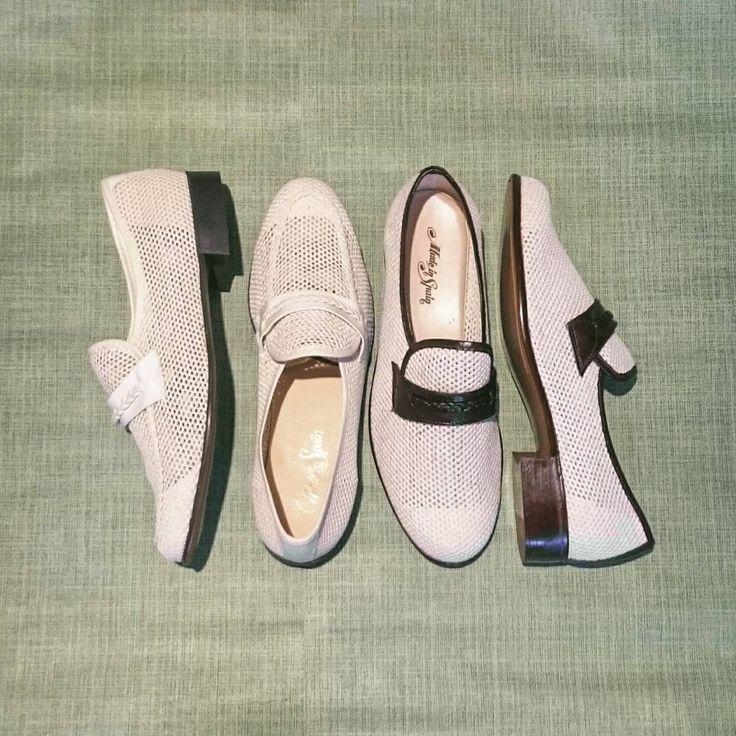 ¡El hallazgo de hoy! 2 pares de zapatos sin estrenar. Tallas 42 y 43, horma estrecha. #Calypso #CalypsoZGZ #vintagefashion #vintageshop #vintage #vintageshoes #vintique #1960s #años60 #zapatos #loafers #mod #zaragozavintage #zaragozaisvintage #Zaragoza