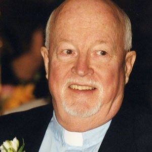 Great #Concordian Father Emmett Johns, BA 74, LLD 97, founder Dans la rue (1988), has been a beacon of light for more than 150,000 homeless and runaway youths on the streets of #Montreal.   The #Loyola College alumnus was admitted into the Order of #Canada in 1999 and made Grand Officer of the National Order of #Quebec in 2003. #CU40 #mtl #Concordia